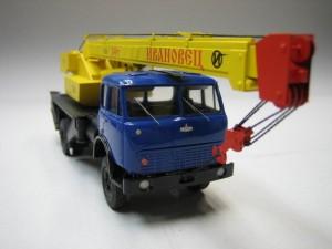Мини модель автокрана Ивановец КС-3577